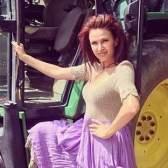 Евеліна бледанс вперше прокотилася на голландському тракторі
