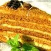 Як спекти смачний торт медовик