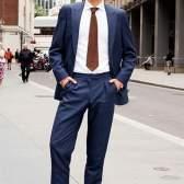 Як вибрати синій чоловічий костюм