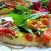 Пиріг з бринзою, шпинатом і помідорами