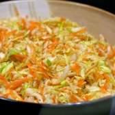 Покроковий рецепт вітамінного салату з капусти і моркви