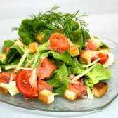 Рецепт салату з слабосоленої форелі