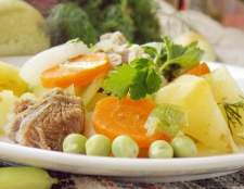 Літній рагу з молодих овочів