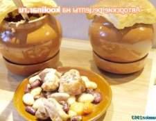 М`ясо індички з різнобарвною квасолею в горщиках - рецепт