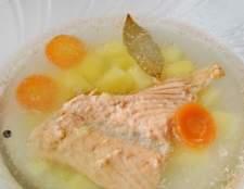Рибний суп з лосося