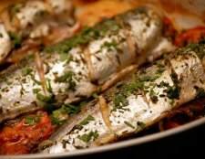 Запечена скумбрія з овочами: відмінна рибка